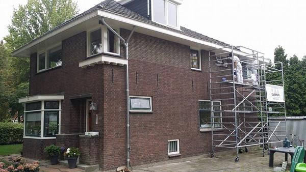 #0er jaren woning geheel geschilderd door Schildersbedrijf de Bruin Schiedam